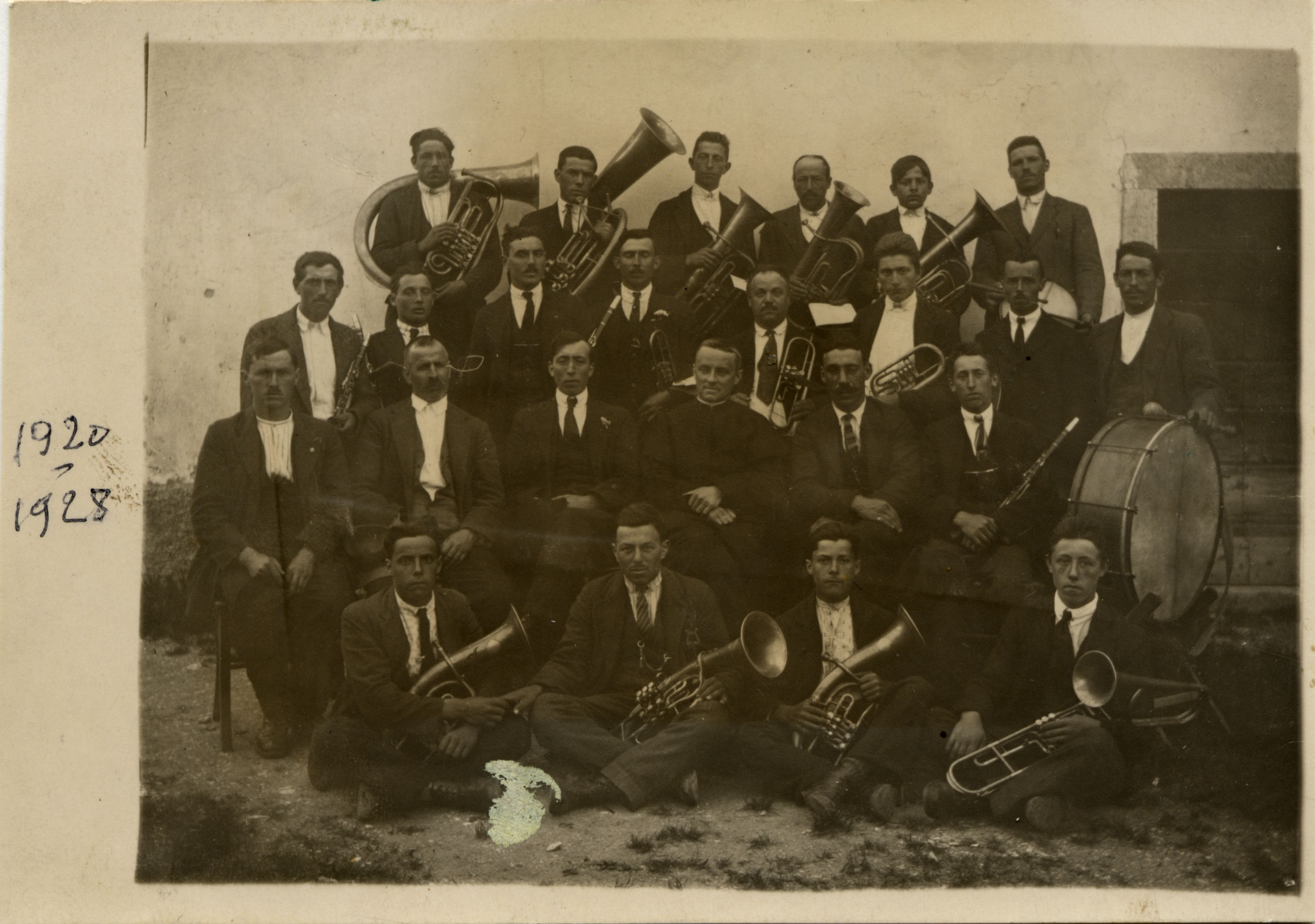 1920-28-banda-oratorio-vigo-con-don-franzelli1
